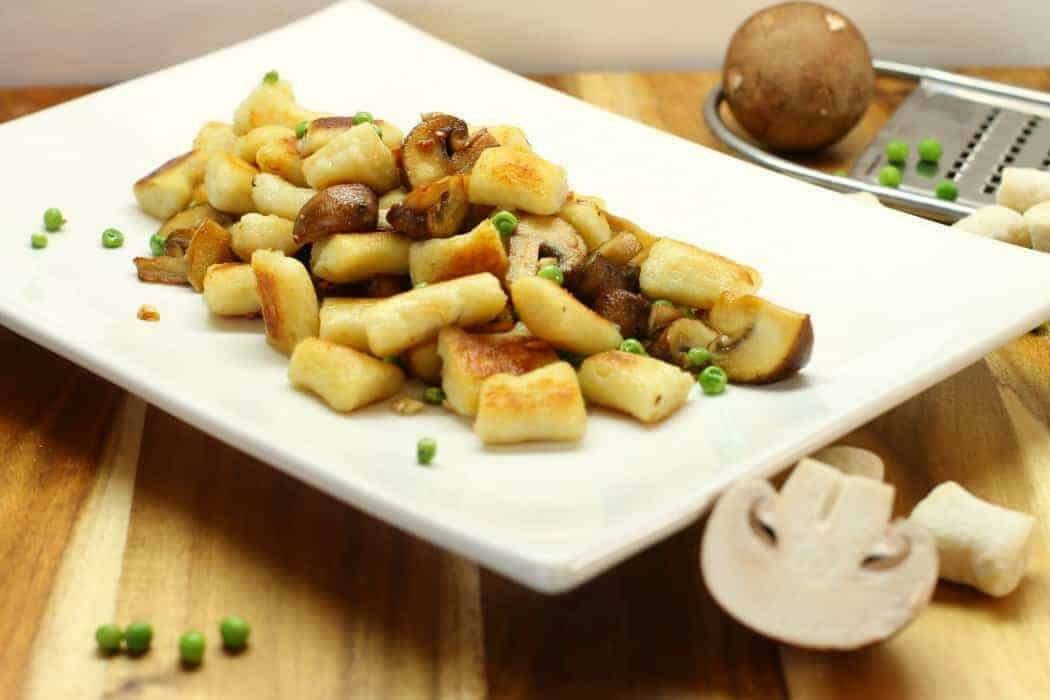 homemade potato gnocchi with mushrooms and peas, a delicious and easy meal!