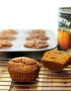 Delicious and good for you, these pumpkin breakfast muffins will please the whole family!
